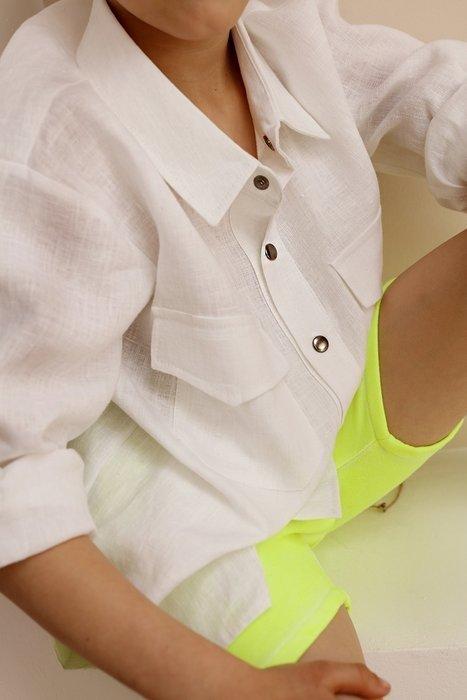 WHITE SHIRT UATES